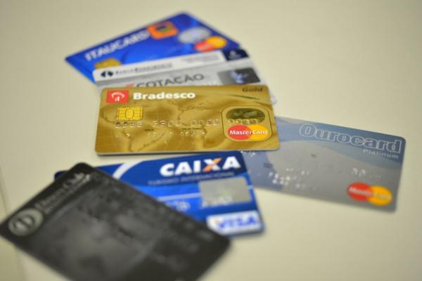 Mais de 63 milhões de brasileiros não conseguiram pagar dívidas no 1°semestre deste ano