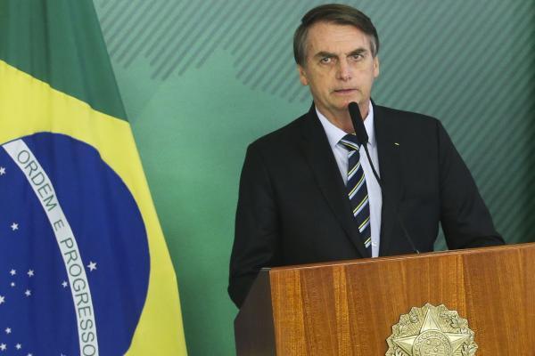 Presidente Jair Bolsonaro faz caminhada de 900 metros no hospital