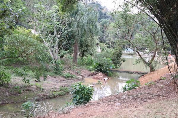 Barueri SP : Ação conjunta recupera lago e nascente no condomínio São Fernando