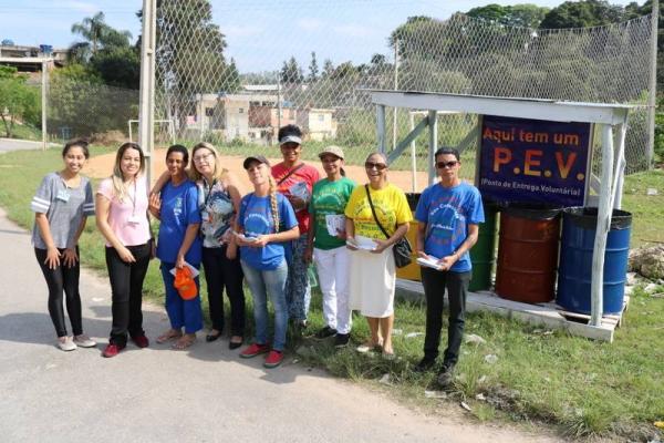 Itapecerica da Serra SP : Equipes do Meio Ambiente realizam ação na Vila Geni