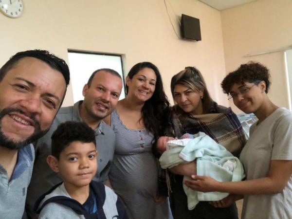 Ivan Alves e Simone celebram o nascimento do Samuel