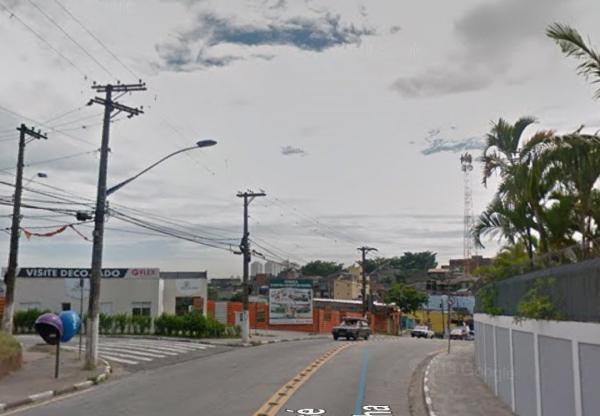 Motociclista sofre queda em Taboão da Serra