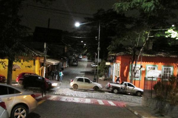 Centro de Embu das Artes a noite - Foto: Elizeu T. Filho