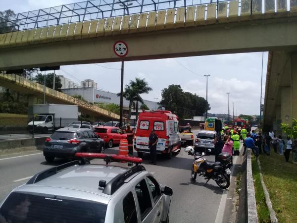 Taboão da Serra: homem morre ao se jogar de passarela