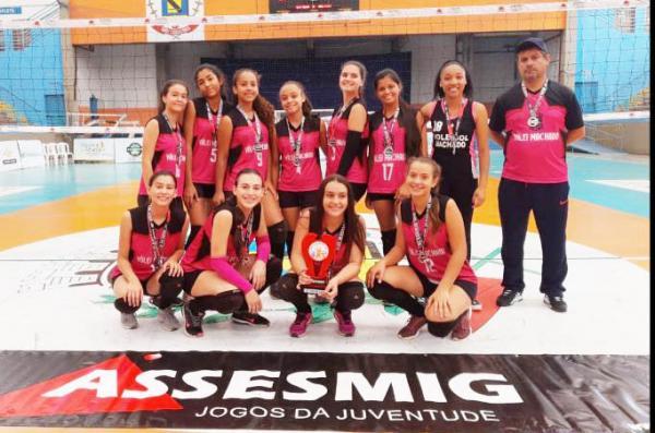 Machado MG : Equipe feminino de voleibol conquista vice campeonato