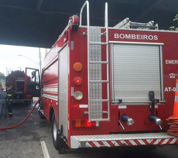 Incêndio atinge área próxima ao Parque do Carmo em São Paulo