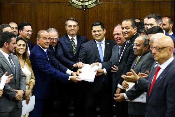 Pacto federativo vai deixar municípios sustentáveis, diz Bolsonaro