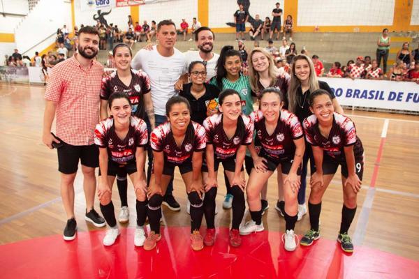 Equipe feminina de futsal de Taboão da Serra vence Leoas da Serra (SC)