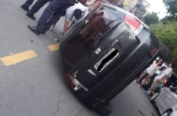 Carro capota em Taboão da Serra