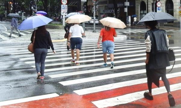 Taboão da Serra amanhece o dia com chuva e queda de temperatura