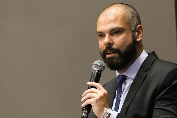 Prefeito de SP Bruno Covas deixa hospital após 23 dias internado