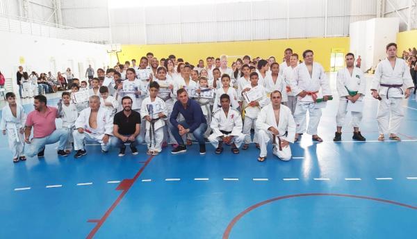 Taboão da Serra: Secretaria de Esportes realiza troca de faixas de judô para 180 alunos