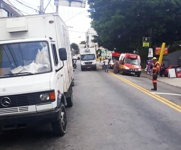 Motorista de caminhão teve mal súbito, foi socorrido, mas não resistiu - Foto: Agentes de Trânsito de Taboão da Serra