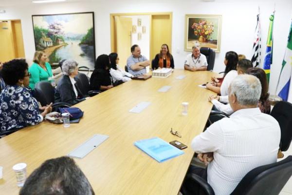 Prefeito de Itapecerica da Serra reúne-se com Organizadores da Sociedade Civil