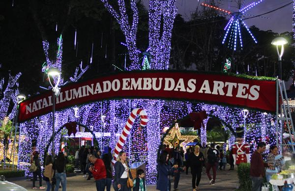 Natal Iluminado de Embu das Artes terá Papai Noel e mais de 400 mil lâmpadas - Foto ARQUIVO NATAL 2018: PMEA