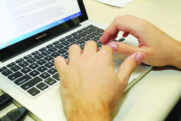 Centros de Inclusão Digital oferecem curso gratuito de informática