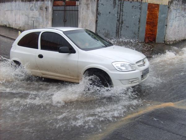 Chuva forte na tarde desta quarta-feira, 27, causou transtorno no trânsito - Foto arquivo/Elizeu T. Filho