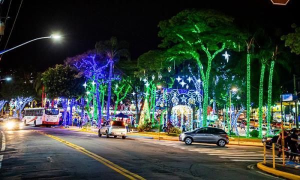 Natal Iluminado encanta moradores da cidade e região - Foto: Ricardo Vaz