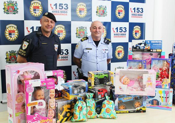 Guardas municipais de Jundiaí realizam mais um Natal Família Azul Marinho