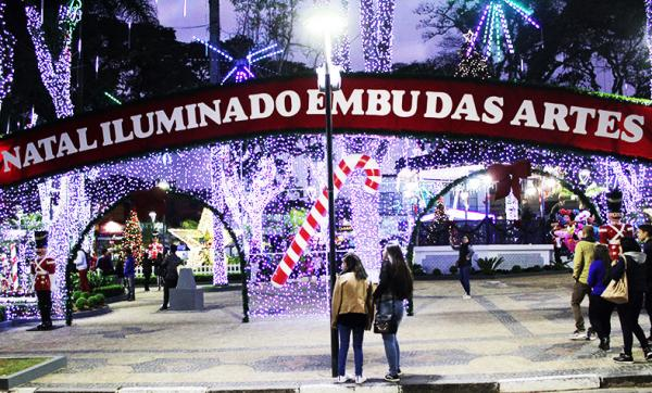 Embu das Artes : Natal iluminado encanta moradores da cidade e visitantes
