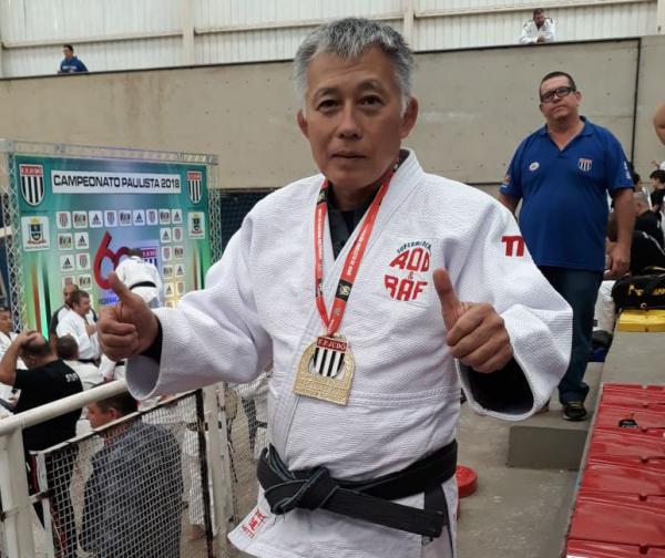 Nelson Onmura, judoca de Taboão da Serra, foi campeão do Paulista de Veteranos em Mauá