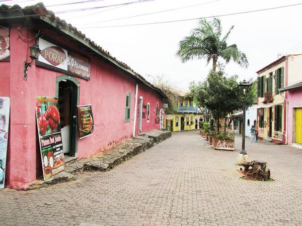 Veja como fica o tempo na segunda e terça-feira em Embu das Artes - Rua Joaquim Santana - Foto: Elizeu T. Filho