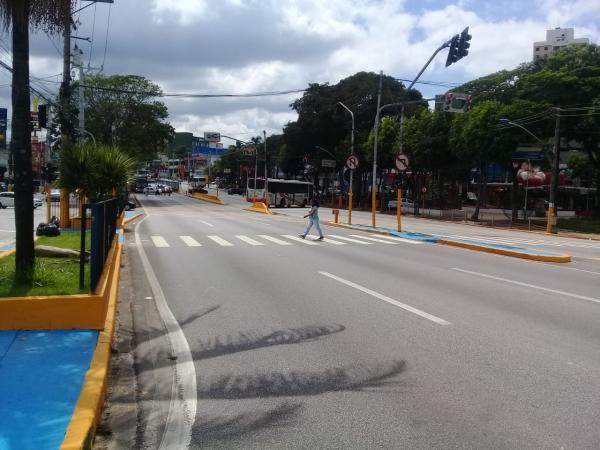 Trânsito tranquilo em Taboão da Serra na primeira segunda-feira de 2020