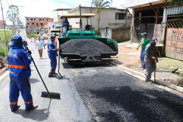 Itapecerica da Serra: obras de pavimentação são executadas nas ruas do Valo Velho
