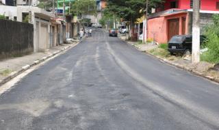Rua de Itapecerica da Serra recebe obras de recapeamento