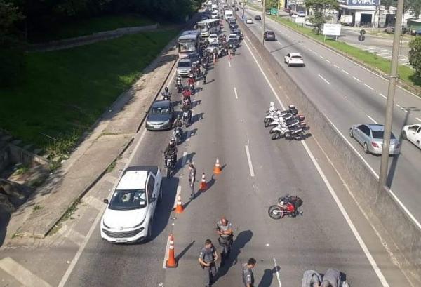 Motociclista sofre acidente em Taboão da Serra