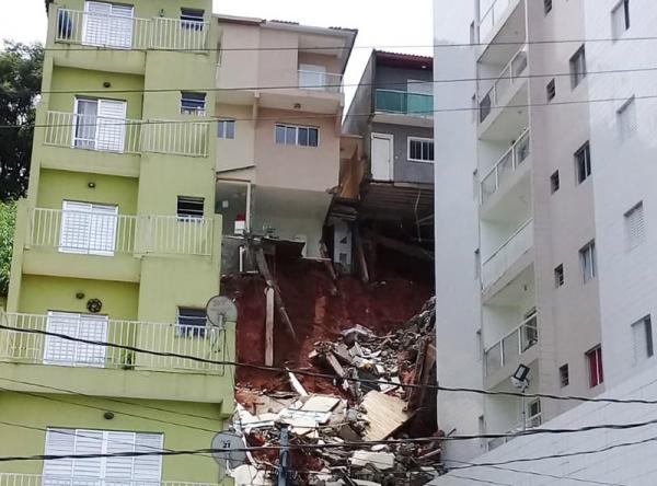 casas ameaçam desabar no Parque Assunção - Foto: Elizeu T. Filho/SPR