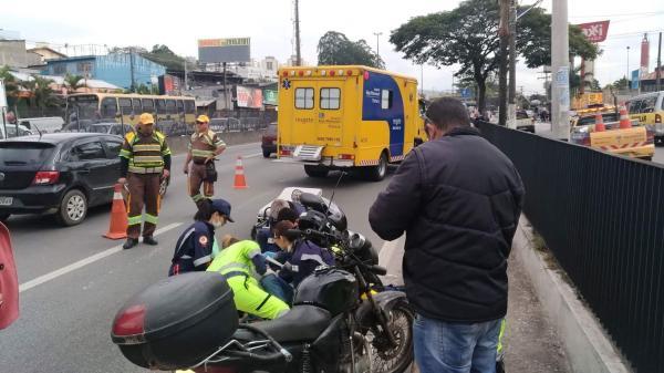 Acidente na BR-116 deixa motociclista ferido em Taboão da Serra