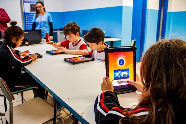 Projeto dos iPads em escolas de Taboão da Serra chama atenção de pesquisadores dos EUA