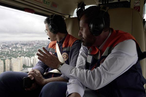 Rodrigo Garcia sobrevoa áreas atingidas pela chuva na Grande São Paulo