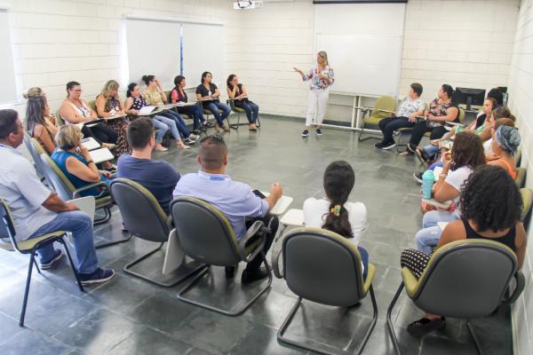 Desenvolvimento Econômico de Taboão da Serra promove reunião com funcionários das Escolas Profissionalizantes