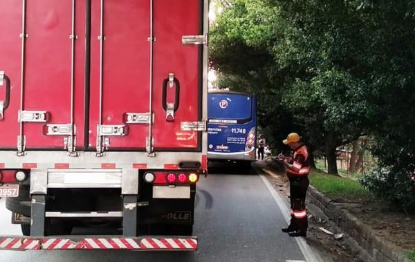 Taboão da Serra teve colisão entre carreta e ônibus nesta terça-feira