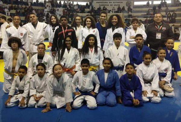 Judocas de Taboão fazem bonito e conquistam 20 medalhas na XI Copa Salto