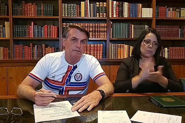 Presidente Jair Messias Bolsonaro fala ao vivo sobre as ações desenvolvidas pelo governo ao longo da semana. Foto: Divulgação/Palácio do Planalto