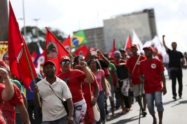 MST faz Ato em defesa da candidatura de Lula em frente ao TSE