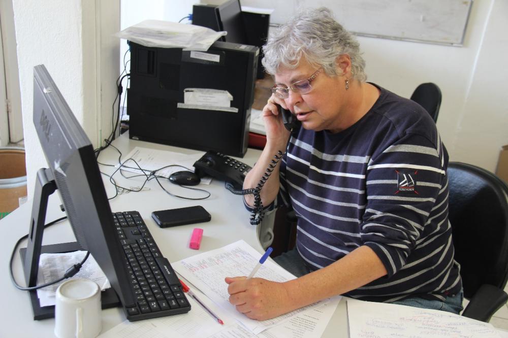 Atendimentos por telefone e WhatsApp auxiliam moradores a tirar dúvidas e serem orientados. Foto: SECOM/PMTS