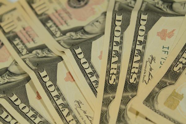 Dólar fecha a semana em Alta