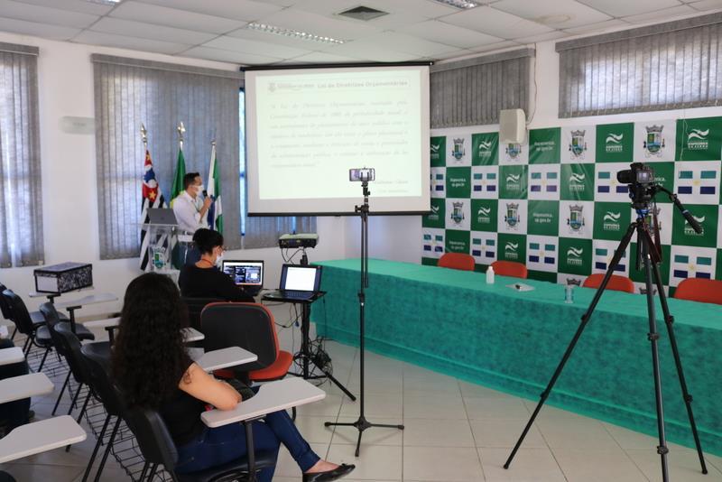 Prefeitura de Itapecerica da Serra realiza Audiência Pública ao vivo via Facebook - Foto: PMIS