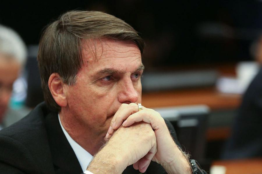 Bolsonaro fez um apelo aos governadores para que revejam a política de fechamento do comércio e disse que está pronto para conversar