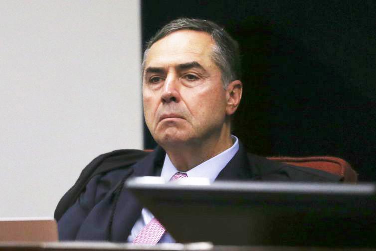 Luís Roberto Barroso toma posse como presidente do TSE nesta segunda, 25