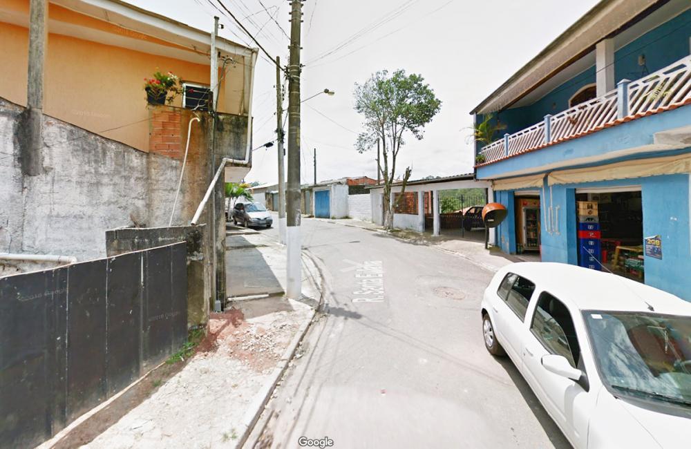 Embu das Artes: deslizamento atinge casa e pessoa morre soterrada