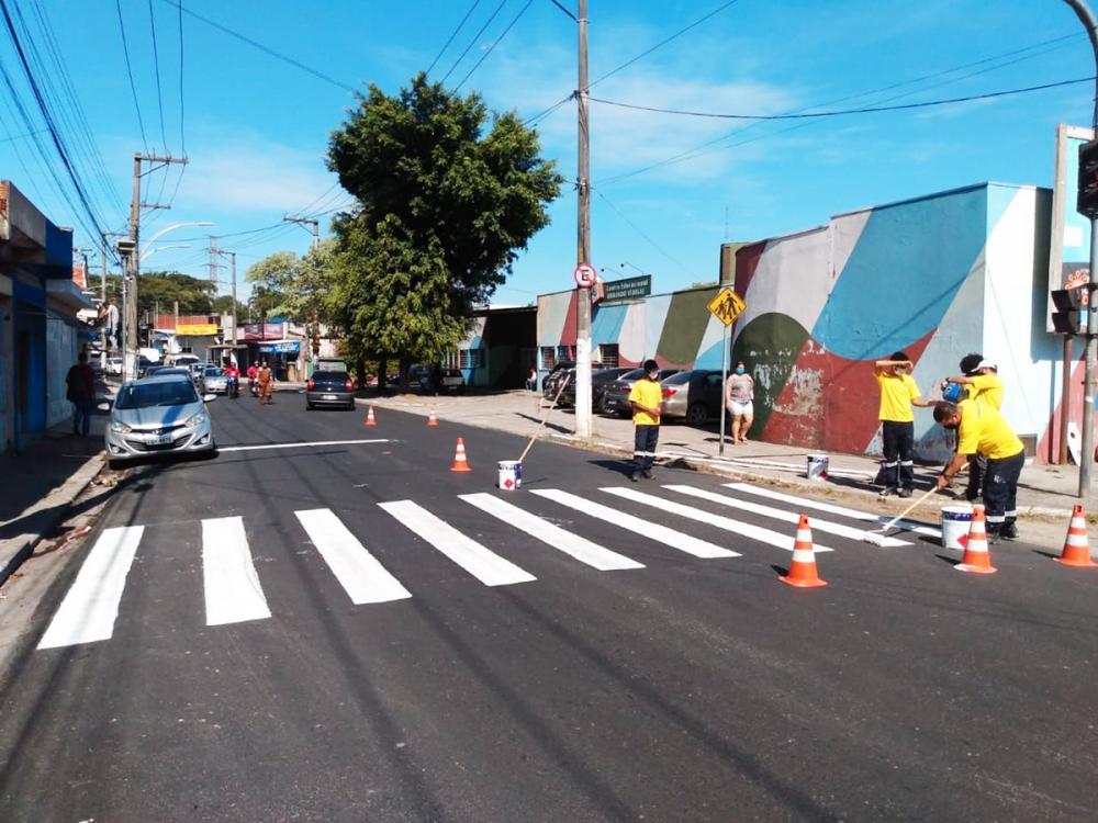 Embu das Artes: Mais de 300 ruas recebem nova sinalização viária - Foto: PMEA