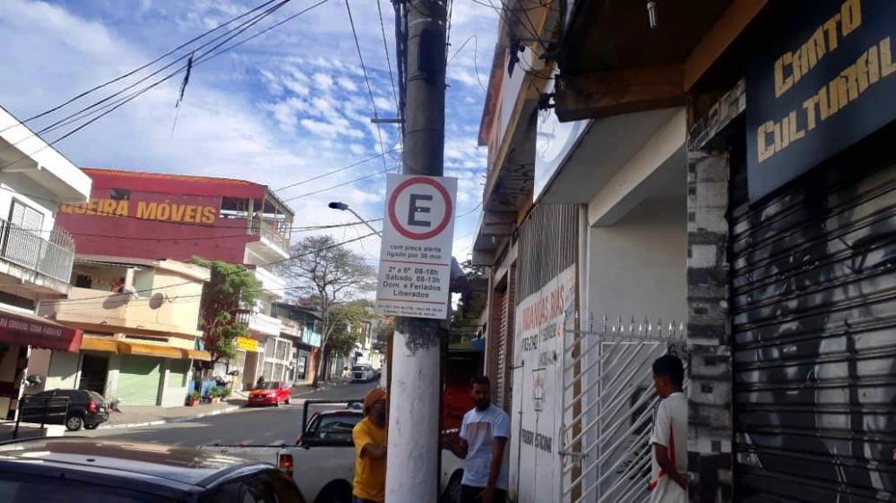 Embu das Artes: rua do Jardim Santa Tereza recebe sinalização viária