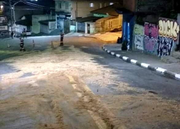 Taboão da Serra: derramamento de óleo interdita via