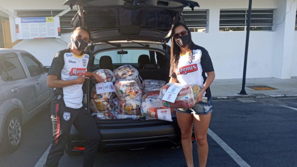 Futsal Feminino Taboão da Serra distribui meia tonelada de alimentos para comunidades carentes