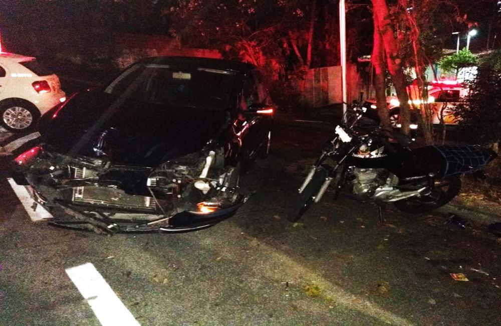 Acidente em Taboão da Serra entre moto e carro deixa vítima